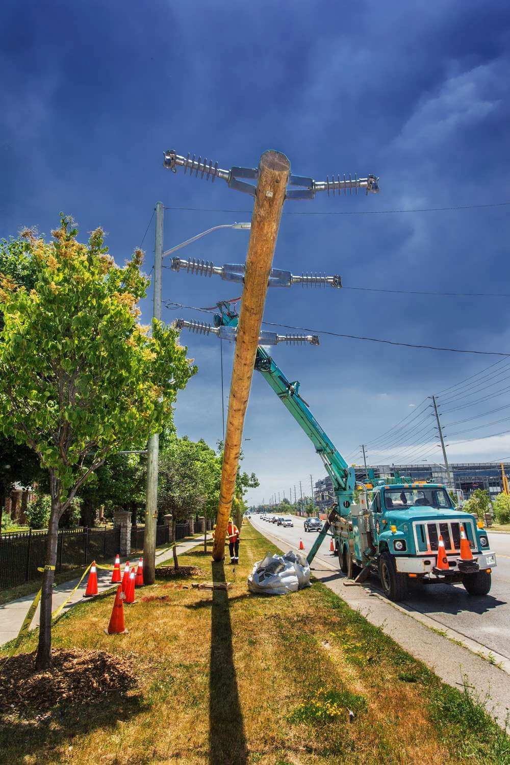K-Line Truck Lifting Hydro Pole